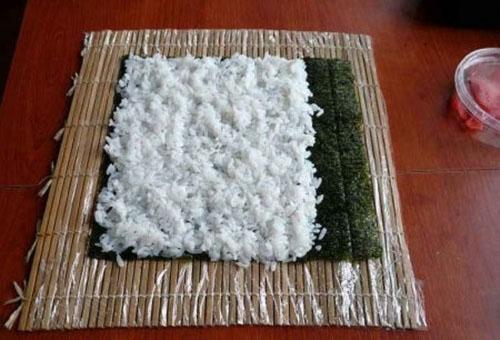 выложить рис на лист нори