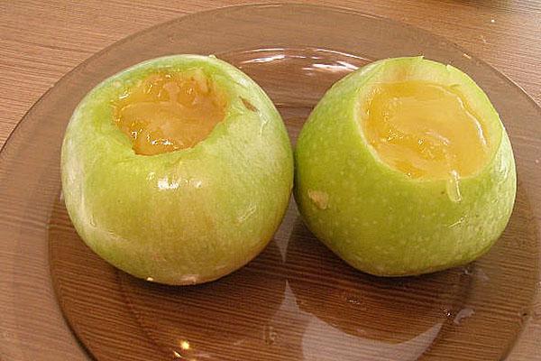 наполнить яблоки медом