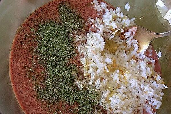 добавить рис и специи