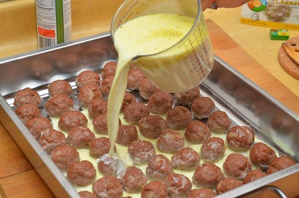 мясные зразы в сметанном соусе