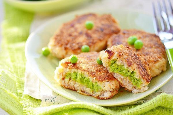 мясные зразы с зеленым горошком