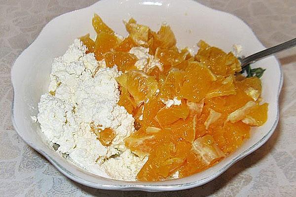 смешать апельсин с творогом