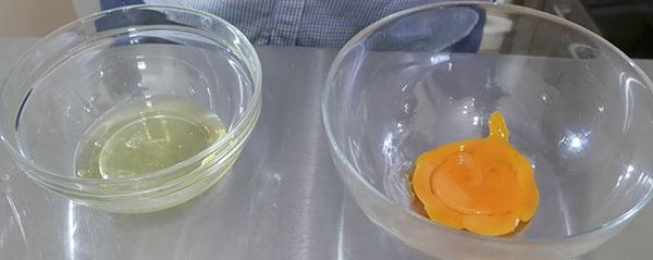 отделить желтки и белки