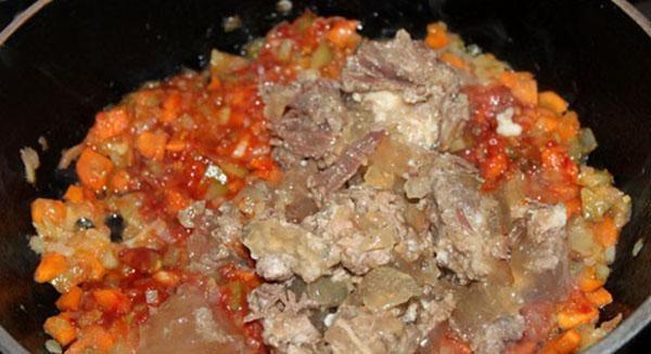 тушить овощи с тушенкой