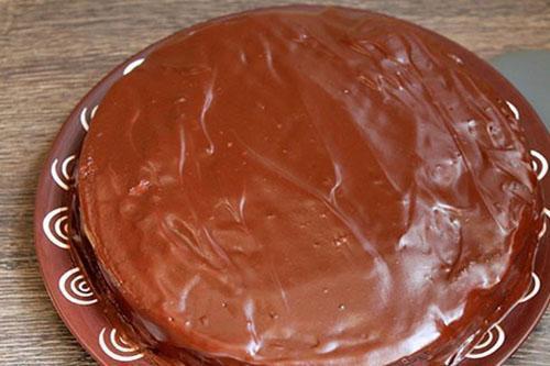 смазать торт
