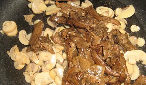 тушить свежие и маринованные грибы