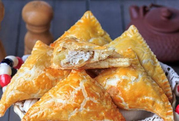 слоеный пирожки с картошкой