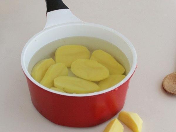 почистить и отварить картофель