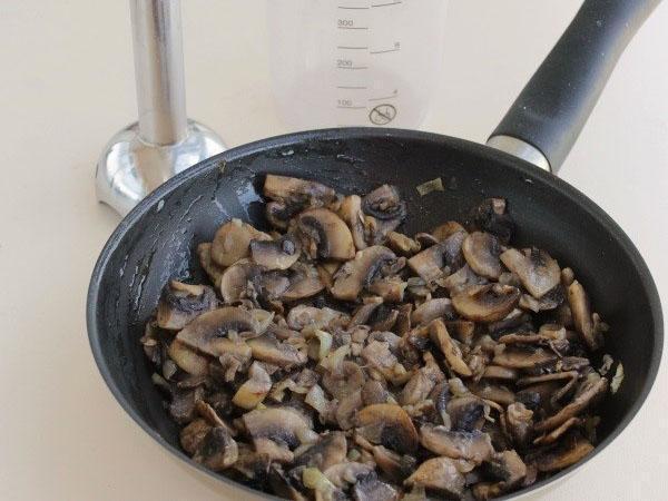 тушить грибы