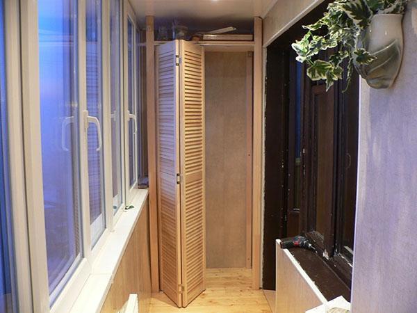шкаф с дверью-гармошкой