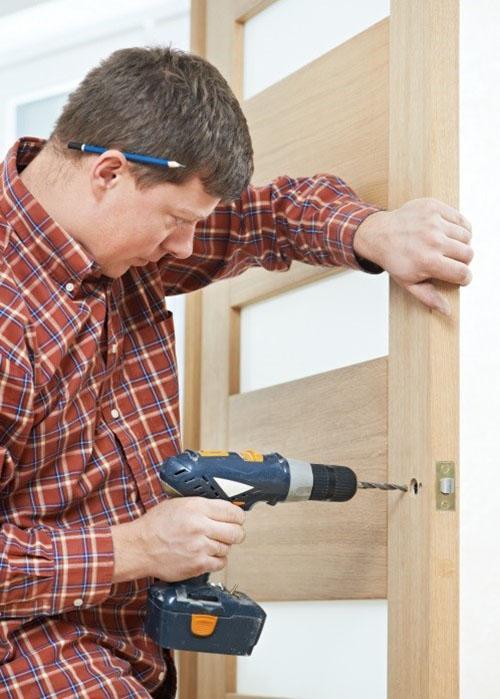 инструменты для ремонта двери