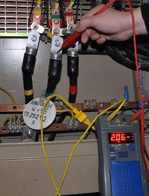 Как прозвонить кабель мегаомметром