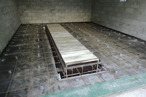 опалубка для ямы и армирование