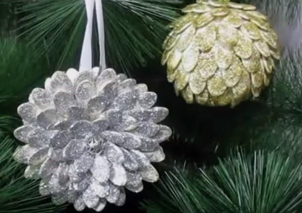 елочные игрушки из тыквенных семечек