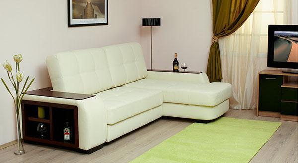 светлая мебель в маленьком помещении