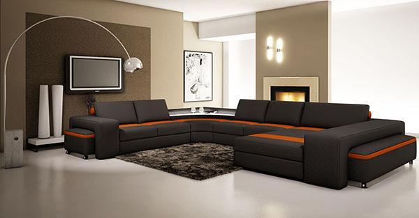 темная мебель в большом помещении