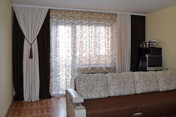 стильные ассиметричные шторы для гостиной