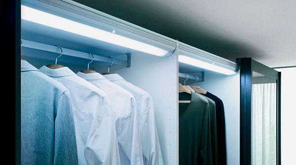 люминесцентные лампы в гардеробной