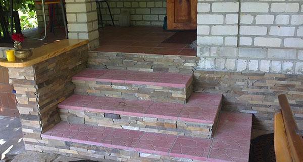 бетонное крыльцо из блоков