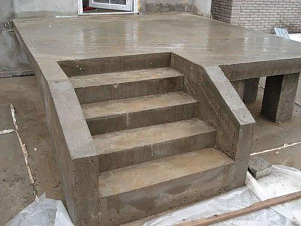 квадратное крыльцо из бетона