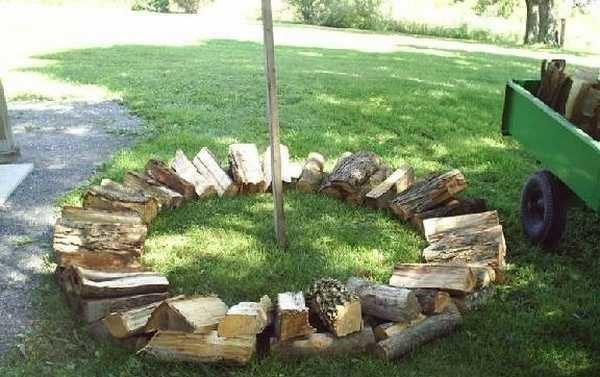 первый ряд укладки дров