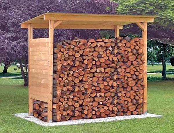 дровяник из дерева