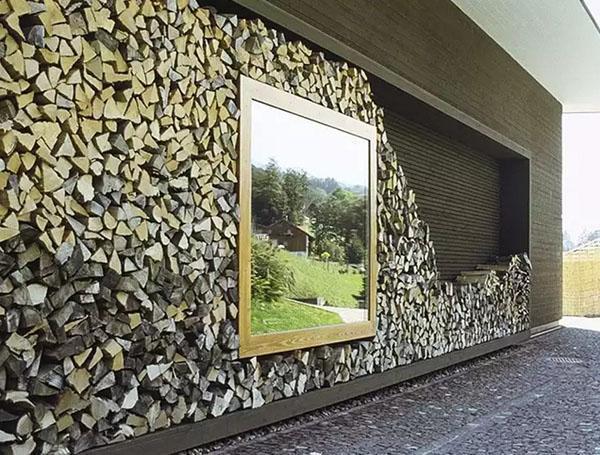 дровяник в стене дома