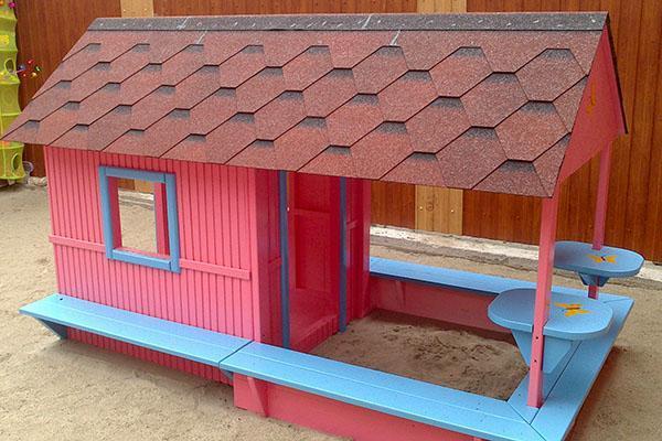 песочница домик