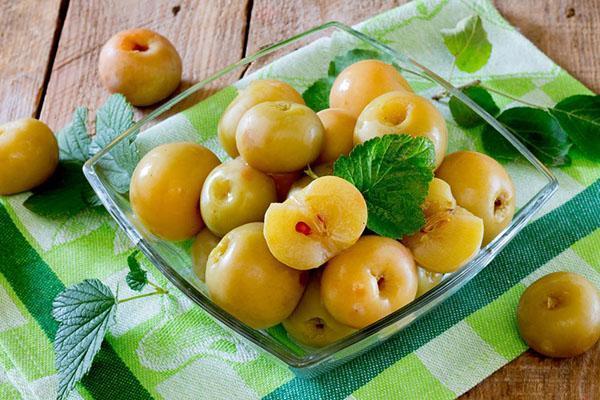польза и вред моченых яблок