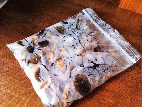 замороженные в пакете грибы