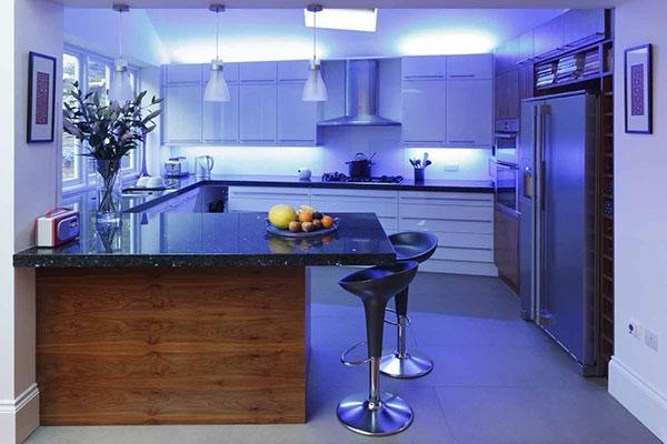 диодная подсветка за шкафами
