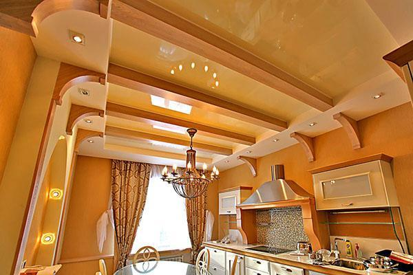 потолок в оранжевых тонах
