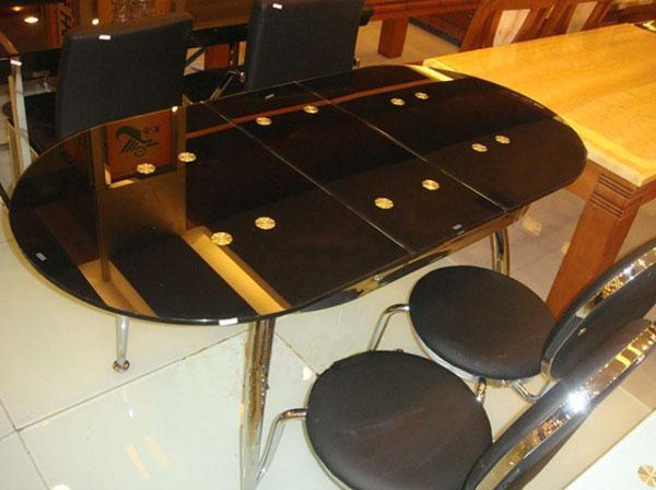 овальный стол из стекла