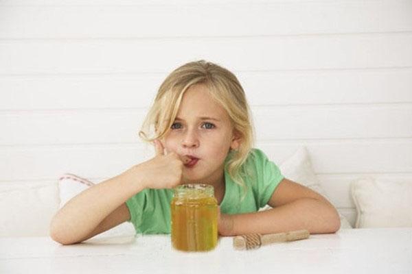 мед полезен и детям, и взрослым