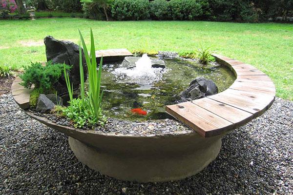маленький пруд-фонтан