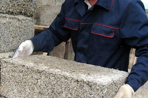 использование опилок для приготовления блоков