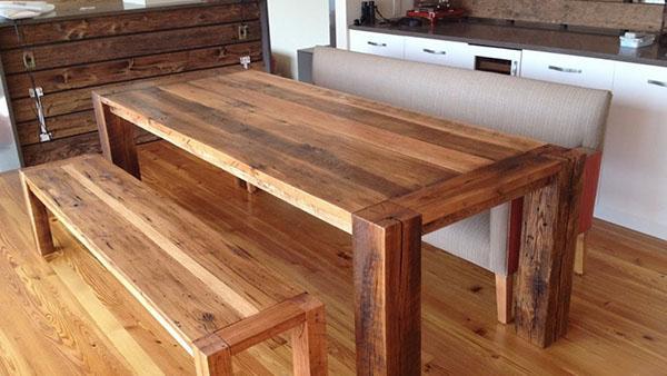 стол из натурального дерева со скамьей