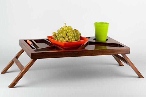 поверхность столика с секциями