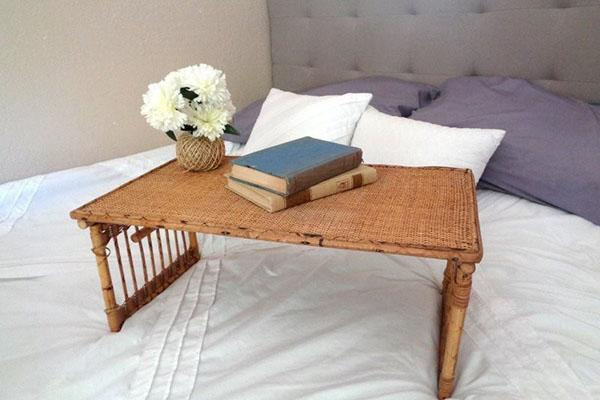 Кроватный столик своими руками — и завтрак в постели всегда будет с вами
