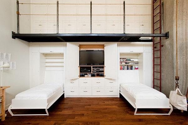 белая кровать-шкаф