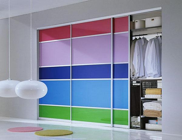 декорирование шкафа цветной пленкой