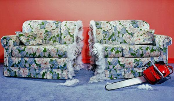 обветшалый диван