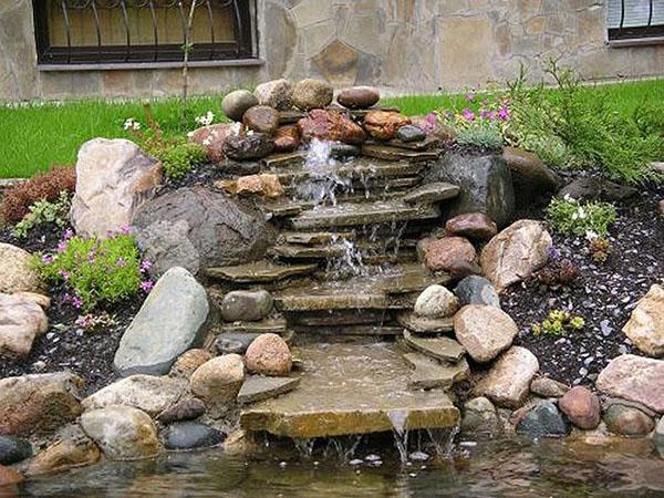водопад из природного камня