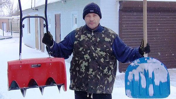 лопаты для снега из пластика