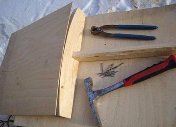 процесс изготовления лопаты для снега