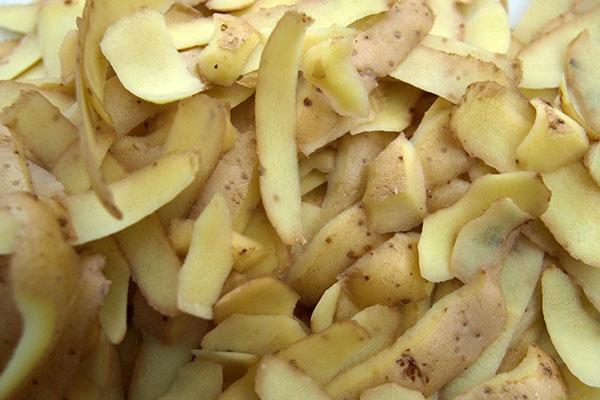картофельные очистки для капусты