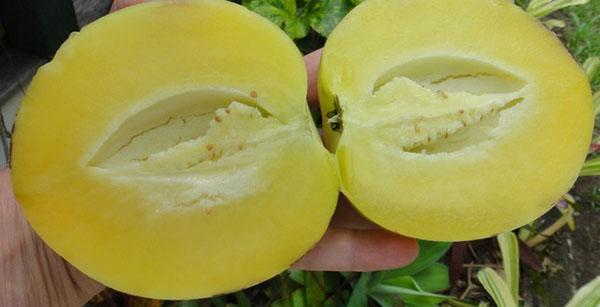 вкусный сладкий ароматный плод