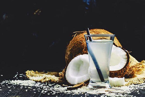 ценная жидкость кокосового ореха