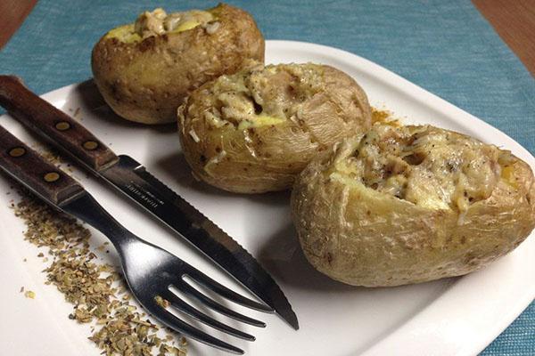 Как запечь картофель в микроволновой печи