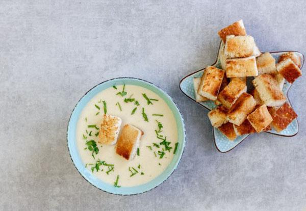 суп-пюре из картофеля с гренками